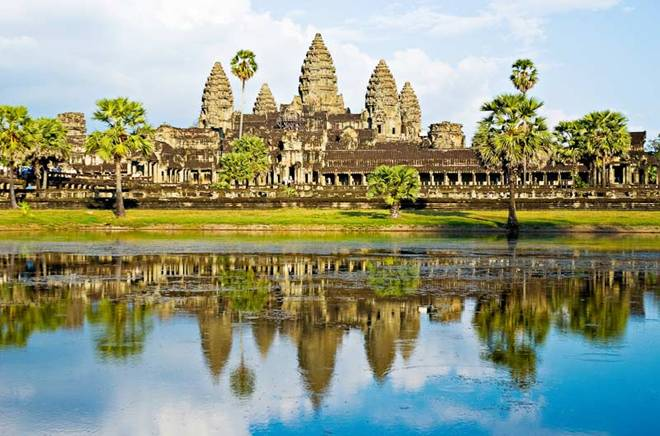 http://www.ivolgatour.com/files/admin/elfinder/files/foto/Vietnam/AngkorWattempletCambodja.jpg